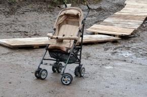 В Петербурге иномарка сбила коляску с ребенком на «зебре»
