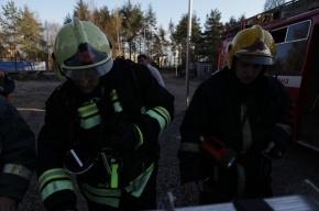 В Приморском районе произошел крупный пожар на заводе ОАО «Климов»