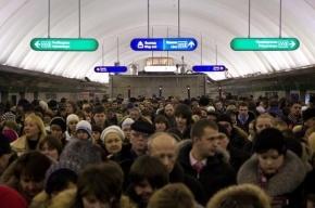 Пассажир петербургского метро избил двух девушек за «неподобающую» одежду