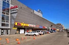 В торговом центре в  Выборгском районе упала стена, один человек погиб