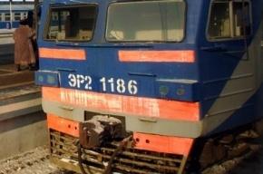 В Петербурге электричка сбила человека, шедшего по рельсам