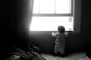 В Петербурге двухлетний мальчик выжил, выпав из окна