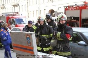 На улице Марата в центре Петербурга загорелась коммунальная квартира