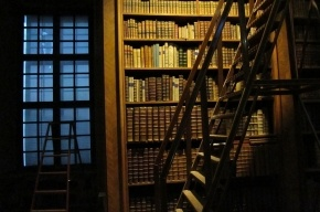 Самоубийца полгода провисел на чердаке детской библиотеки в Москве