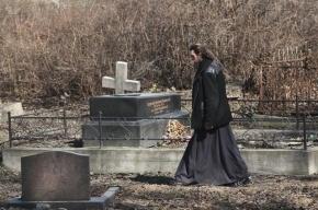 В Кузбассе учительница повесилась на кладбище из-за страха потерять работу