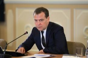Медведев: Определенные силы толкают Россию к искусственному кризису