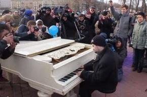 В Петербурге состоялась акция в поддержку людей с аутизмом «Зажги синим»