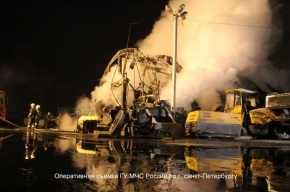 В Петербурге сгорел ангар с автомобилями