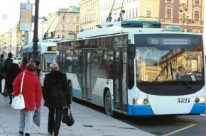 На Невском столкнулись троллейбус, «Газель» и две иномарки
