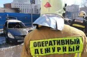 В Петербурге иномарка загорелась от столкновения с грузовиком