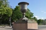 Фоторепортаж: «На Адмиралтейскую набережную возвращаются порфировые вазы»