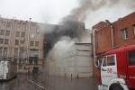 В Купчино сгорел ангар с бытовой химией: Фоторепортаж