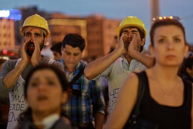 Турцию сотрясают протесты и забастовки из-за гибели 282 горняков: Фото