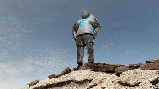 NASA представило прототип нового костюма для полетов на Марс: Фото