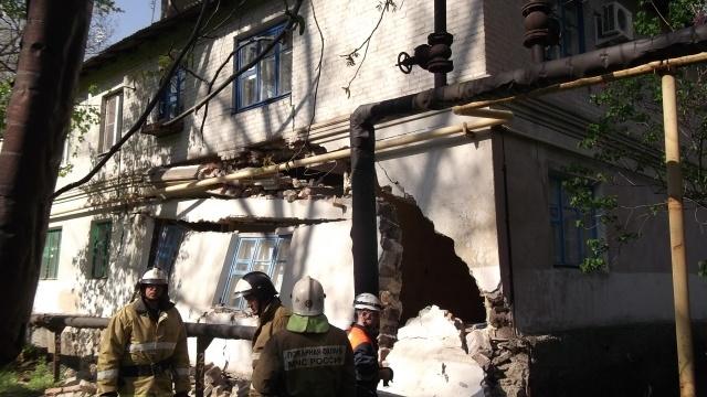 В Ростовской области частично обрушился многоквартирный дом: Фото