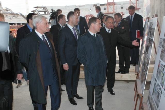 Премьер Медведев посетил строящийся стадион «Зенит» : Фото