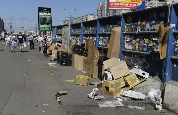 У метро «Проспект Просвещения» выросли горы мусора