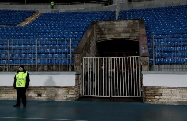 «Зенит» проведет два матча без зрителей, три без «виража» и заплатит 1 млн рублей