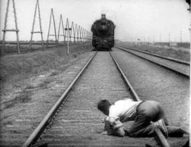 """кадр из фильма """"Человек с киноаппаратом"""""""