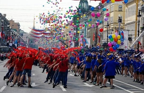 «Танцующий Невский» поздравил жителей с Днем города