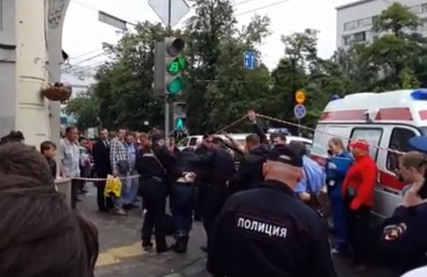В центре Москвы киллер на скутере расстрелял бизнесмена и был задержан очевидцами
