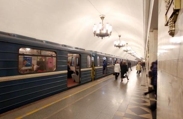 В День города метро Петербурга будет работать круглосуточно