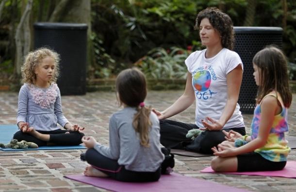 Утреннюю зарядку для детей лучше заменить занятиями йогой