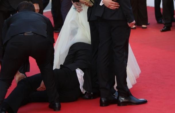 Журналист пытался поднять платье у актрисы Феррера в Каннах