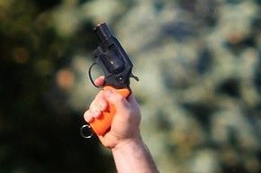 В московском магазине покупатель открыл стрельбу из стартового пистолета