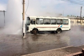 В Красноярске пассажиры маршрутки «обварились» в яме с кипятком