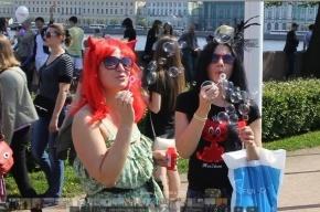 «Мыльный флешмоб» собрал горожан на Стрелке Васильевского острова