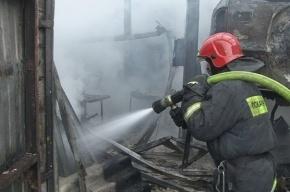 На Петергофском шоссе тушили пожар по повышенному номеру сложности