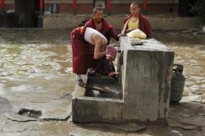 В Китае двое погибли и четверо пострадали из-за упавшего в туалет телефона