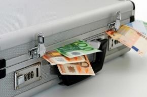 В Москве у мужчины отобрали 2 млн рублей на выходе из банка