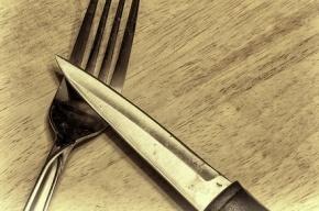 В Петербурге 17-летнего подростка ранили ножом в кафе