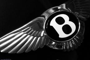 В Екатеринбурге «православный Иоанн» в трусах разгромил салон Bentley