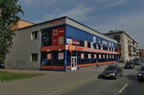 В Петербурге водитель заехал в «Дикси» на автомобиле
