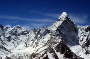 Двое россиян погибли при восхождении на вершину в Гималаях