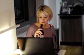 Ученые: Просмотр кино заставляет людей пить больше алкоголя