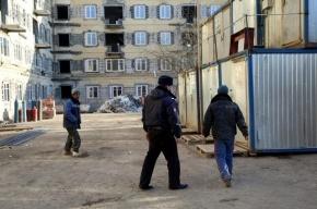 На стройке в Петербурге мигрант упал с высоты 3 метров и скончался