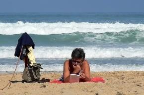 В Эмиратах открылась первая библиотека на пляже
