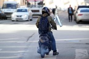 В Петербурге в ДТП со скутером пострадали мать и ребенок