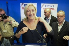 Президент Франции провел экстренное заседание министров после победы ультраправого «Национального фронта»
