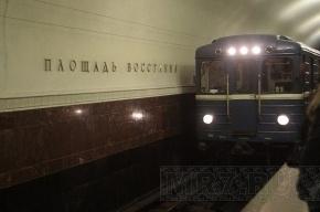 На красной ветке метро поезда встали из-за человека в тоннеле