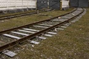 В Петербурге мужчину изрезали ножом у железной дороги