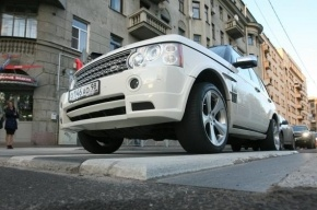 В Москве водитель из Абхазии при задержании сломал руку полицейскому