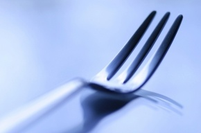 В Петербурге мужчина ограбил ресторан при помощи вилки