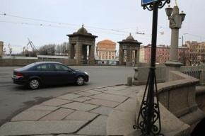 Смольный обеспечит автомобилями депутатов Госдумы и СФ в Петербурге