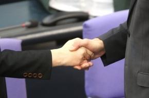 Ученые: Биологический возраст можно определить по силе рукопожатия