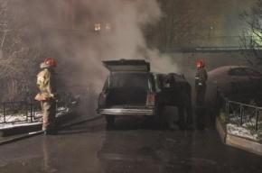 На Варшавской улице на парковке сгорели три иномарки